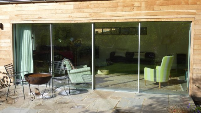 How to keep aluminium doors and windows clean